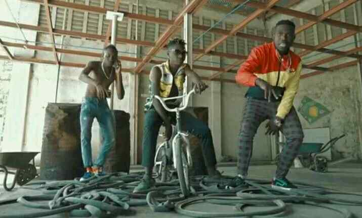 Download Video   Sellementally Ft Country Boy - Amini