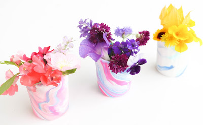 http://kailochic.blogspot.com/2015/05/craft-it-marble-flower-bud-vase.html