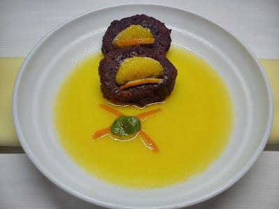 Chulas de Pan y Chocolate sobre Sopa de Mandarina