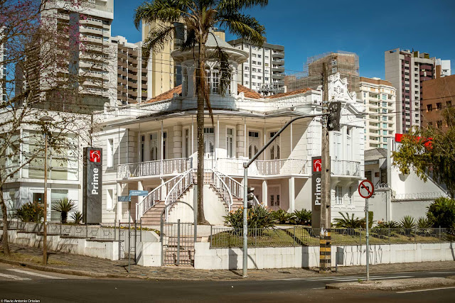 Casa na Avenida do Batel 1095