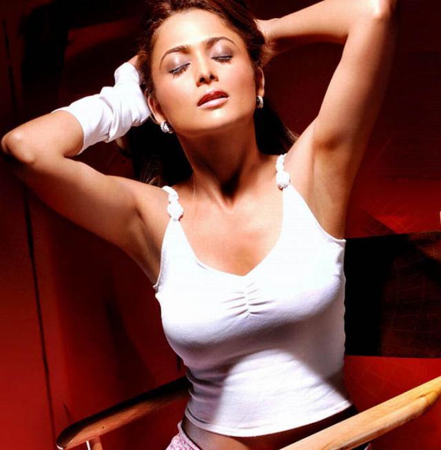 Bollywood Actress Photos Wallpapers: Amrita Arora Hot Photos