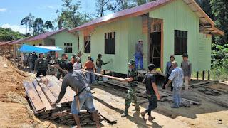 Bantu Proyek Pemekaran, Prajurit TNI Bangun 17 Rumah di Kalimantan Timur