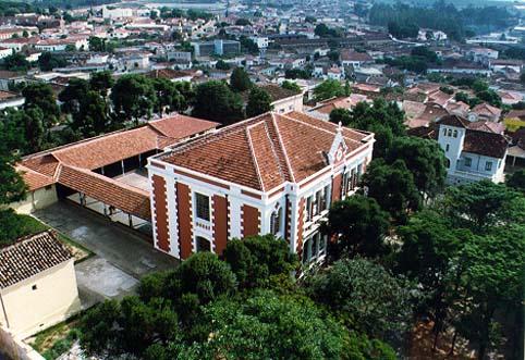 Foto Escola Estadual Dr. Almeida Vergueiro vista aérea