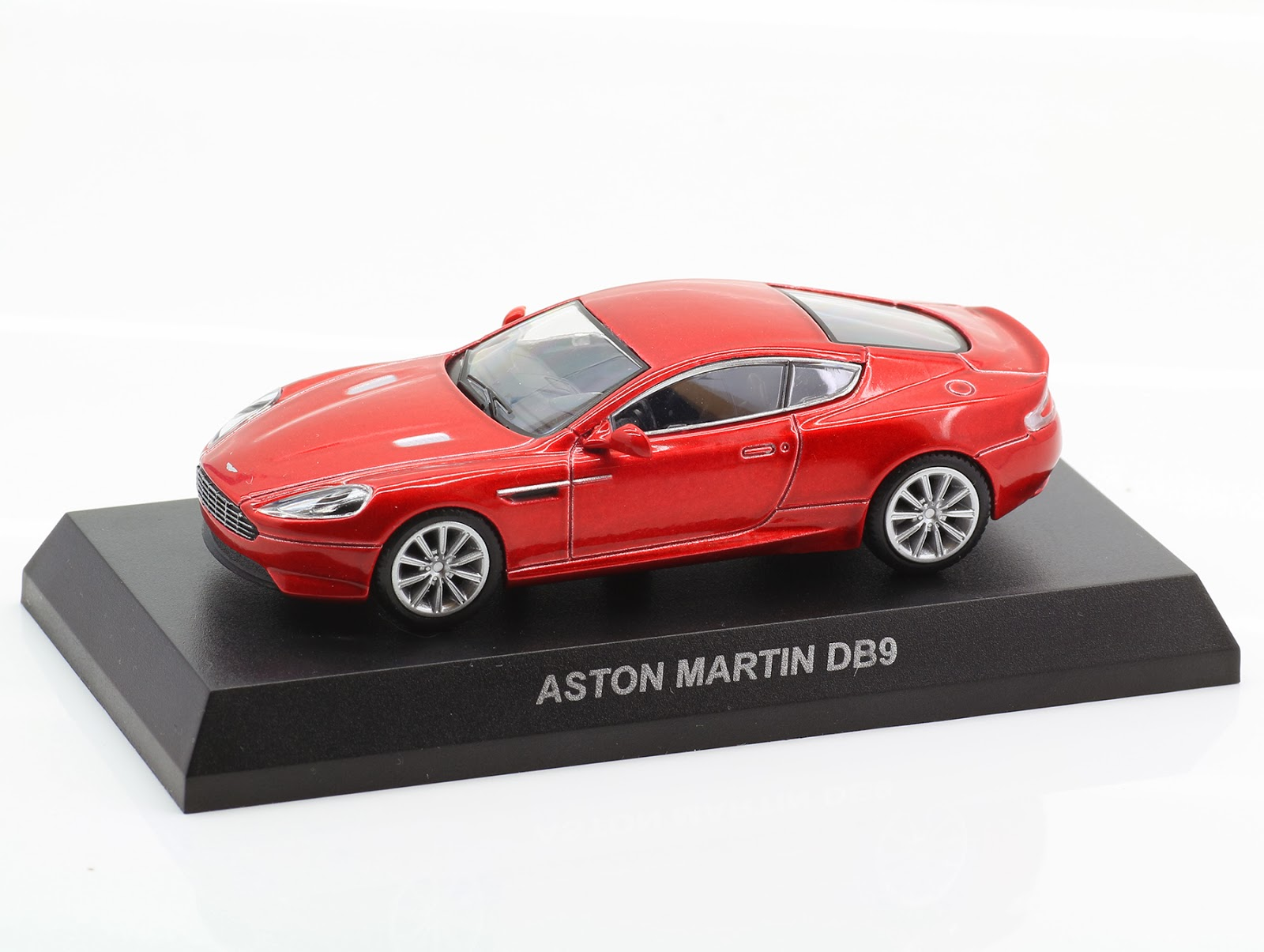 incredible mini garage aston martin db9 2004 kyosho 1 64. Black Bedroom Furniture Sets. Home Design Ideas