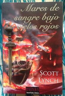Portada del libro Mares de sangre bajo cielos rojos, de Scott Lynch