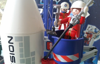 playmobil space center  mission control and figures 2