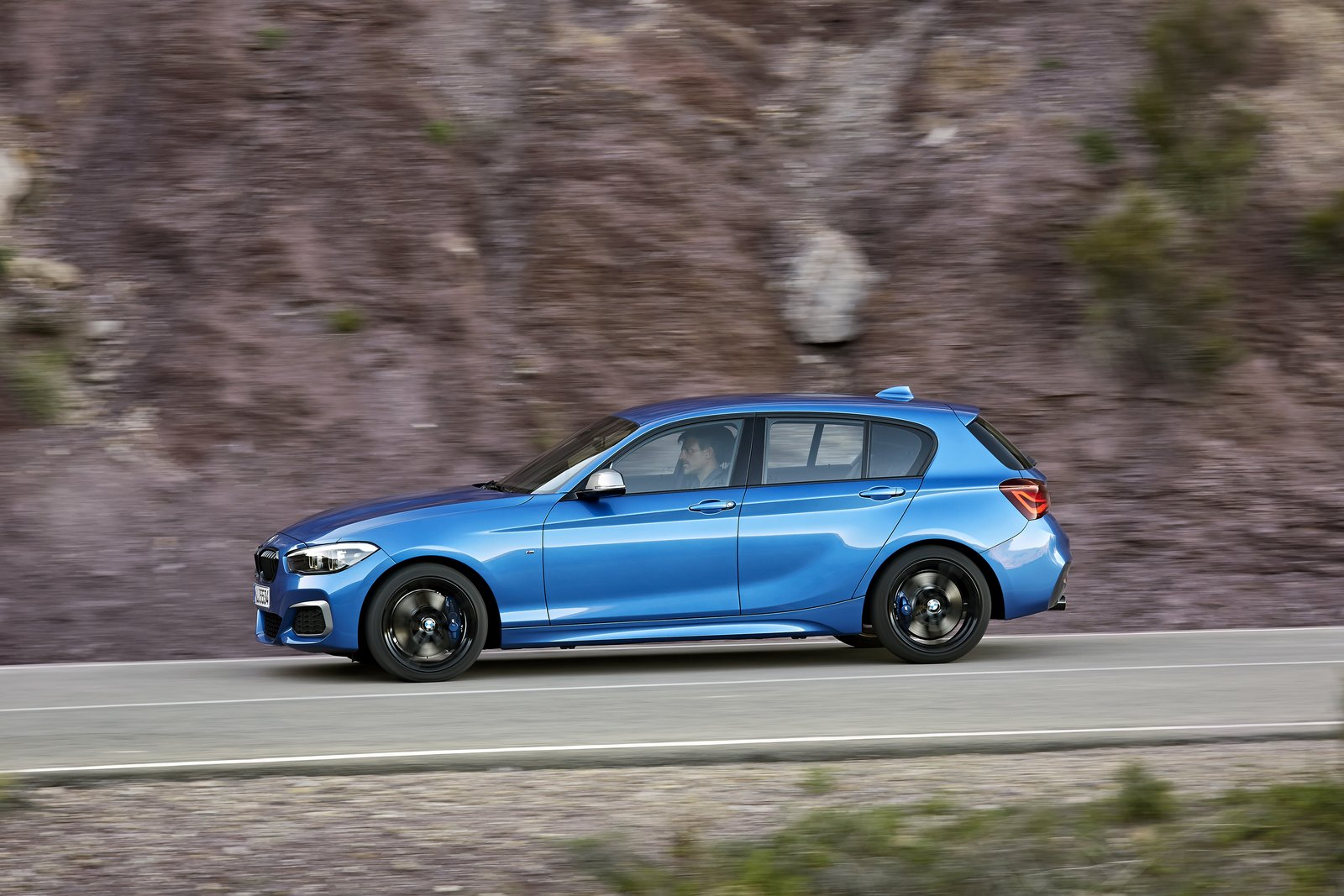 BMW Series Bows With Updated Interior New Tech Carscoops - Bmw 1 series hatchback