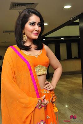 Rashi Khanna shoulder length hairstyle