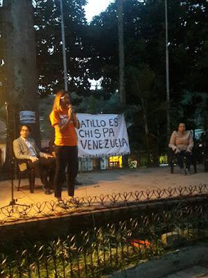 Vecinos de el municipio El Hatillo se acercaron hasta la sede de la alcaldía por la presencia de cinco patrullas del Servicio de Inteligencia Bolivariano Nacional, en los alrededores.  Los vecinos y trabajadores de la alcaldía se encontraban en una asamblea de vecinos, en respaldo al alcalde David Smolansky, quien fuera juzgado ilegalmente por el Tribunal Supremo de Justicia.  Desde tempranas hora de este jueves los hatillanos tomaron las calles como forma de protesta a la sentencia contra su burgomaestre.