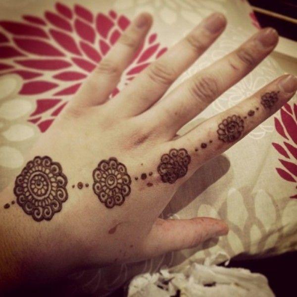 20 Simple Mehndi Designs For Beginners Bling Sparkle