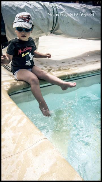 pieds dans l'eau