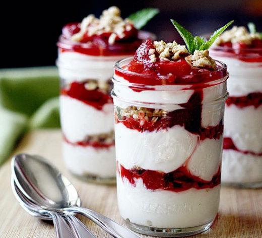 Μους Γιαουρτιού Με Φράουλες