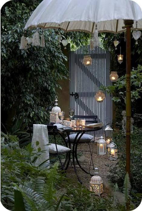 tempat makan malam yang indah dan menyenangkan