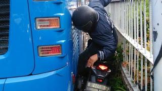 motor masuk jalur bus trans