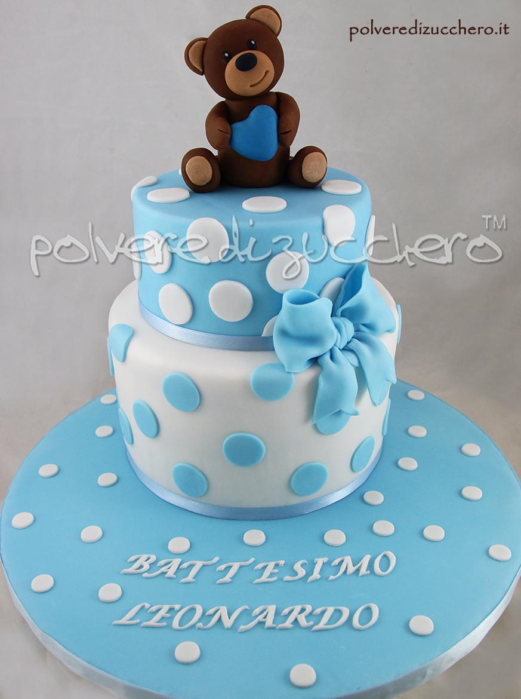 torta decorata cake design battesimo bimbo orso con cuore pasta di zucchero polvere di zucchero
