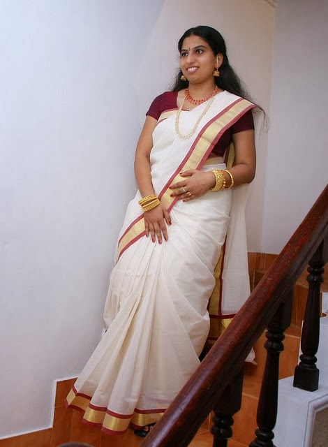 31 Indian Housewifes And Girls In Saree Pictures Gallery -1459