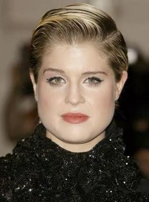 model gaya rambut pendek belah samping wanita tahun 2009
