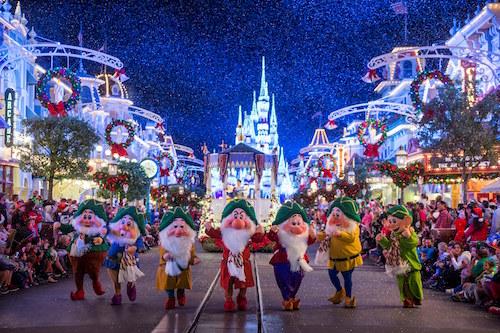 de88dc0da499 O espírito de Natal e a magia Disney se encontram nas celebrações das  festas de final de ano no Walt Disney World, na Flórida. Comemore com a  família, ...