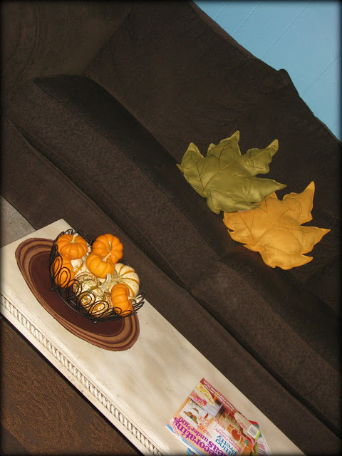15 AWESOME Gratitude Filled THANKSGIVING DAY Ideas - LEAF PILLOW