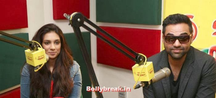 Abhay Deol and Preeti Desai Promote One By Two at Radio Mirchi, Abhay Deol and Preeti Desai Promote One By Two at Radio Mirchi