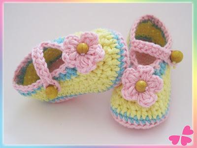 Schritt-für-Schritt Häkelanleitung für Babyschuhe
