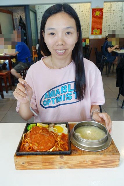 小品在嘉義新生蔬食小館吃素食