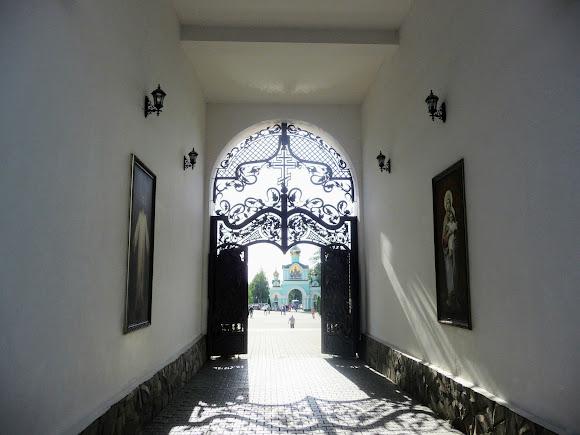 Банчены. Свято-Вознесенский монастырь. Арка в колокольне