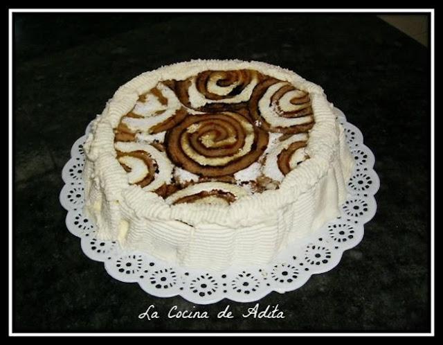 Tarta  de  yema  con  nata