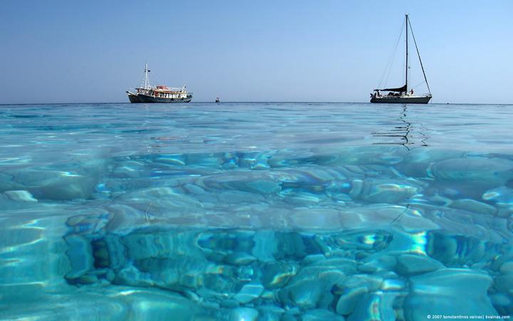 yaz sıcağında denizde tekne resimleri