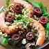 Ensalada otoñal de langostinos y anchoas con vinagreta de frutos secos