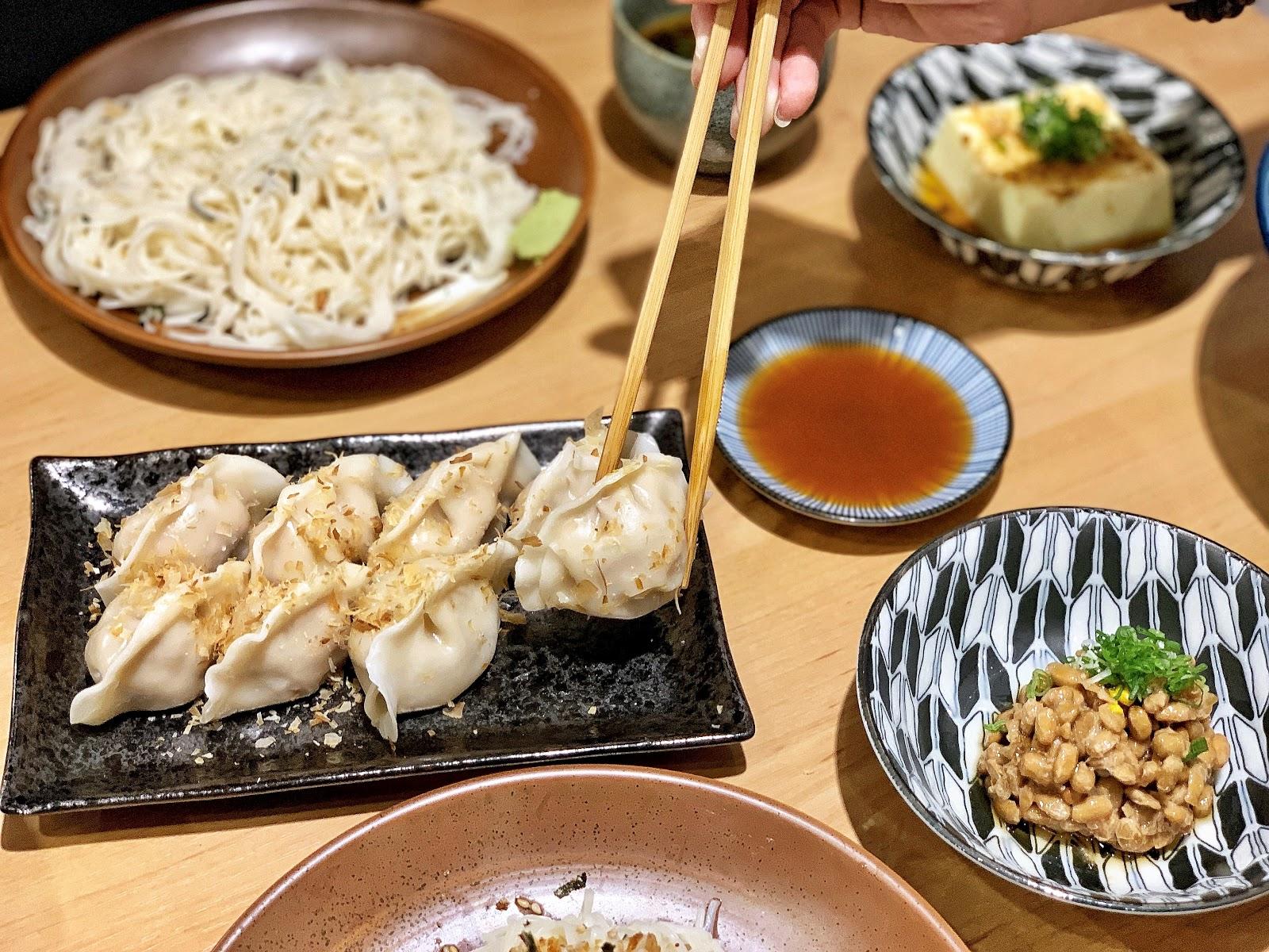 台南南區美食【胡攪蝦餃 金華店】香辣餃子