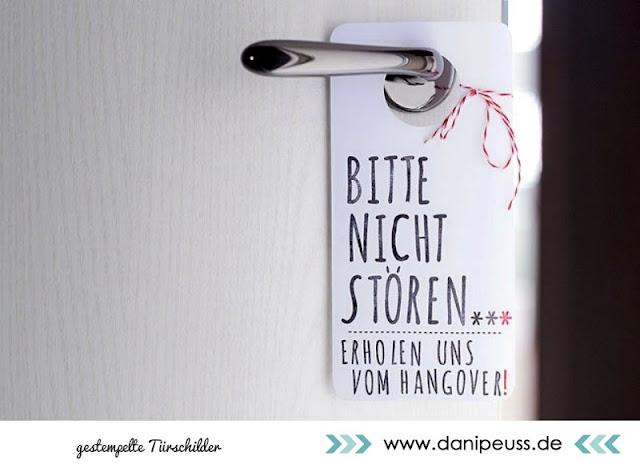 http://www.danipeuss.de/anleitungen-und-tipps/deko-a-geschenke/2793-diy-tuerschilder-stempeln