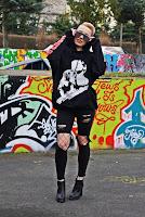 http://www.karyn.pl/2017/03/czarne-spodnie-kabaretki-i-bluza-z.html