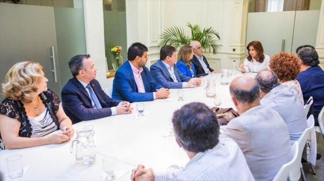 """Cristina Kirchner denuncia """"persecución a opositores"""" en Argentina"""