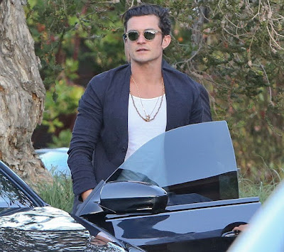 orlando-bloom-spotted-enjoying-lunch-with-a-woman