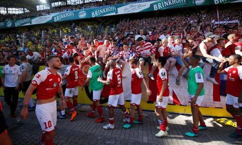 Một trận đấu cuồng nhiệt tại sân nhà của CLB Mainz 05