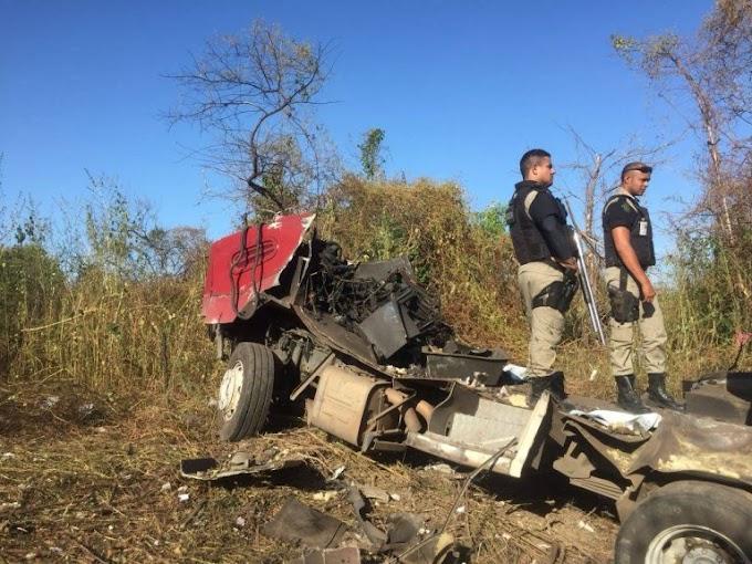 Bandidos explodem carro-forte entre Varjota e Cariré