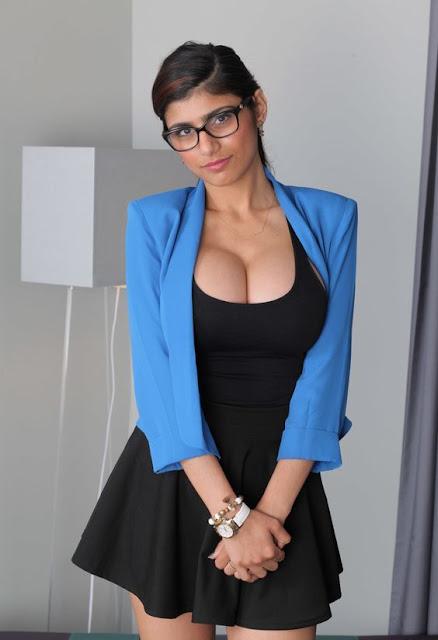 Hot Mia Khalifa Photo Gallery Showing Cleavage
