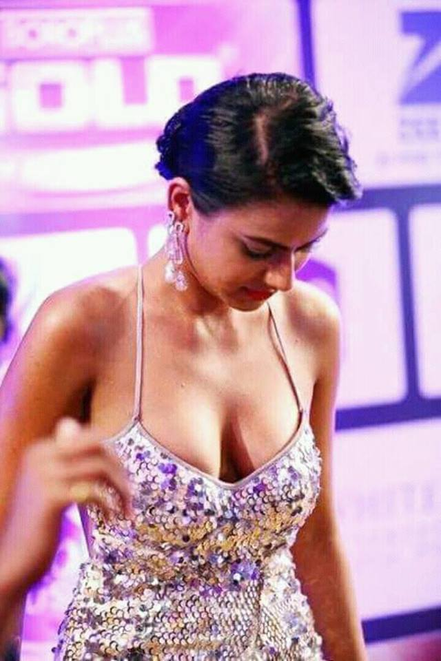 Nia Sharma hottest photos, Jamai Raja TV show actress hot photos, Nia Sharma cleavage photos