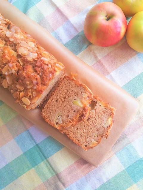 Szybkie ciasto z jabłkami i orzechami / Quick Apple Nut Bread