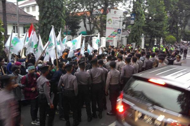 Demo Mahasiswa di Depan Istana Berakhir Ricuh, Tujuh Anggota KAMMI Ditangkap, 5 Lainnya Terluka