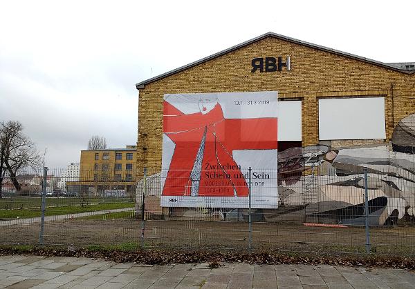 Gezeichnete Mode Ausstellung In Den Reinbeckhallen