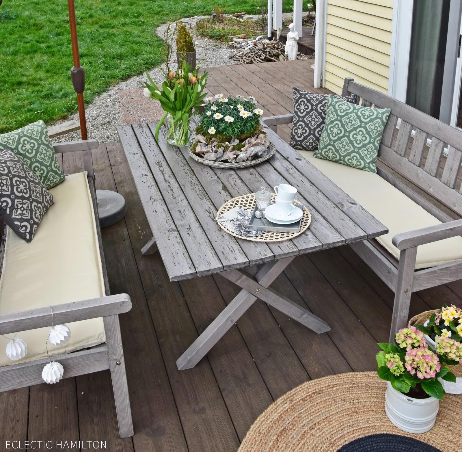 Tipps zu passenden Sitzbankauflagen und Dekoideen für eure Terrasse
