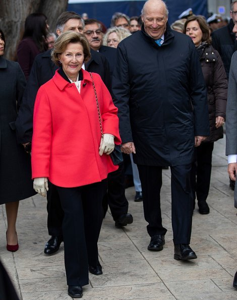 King Harald and Queen Sonja arrived in Punta Arenas in the south of Chile, and visited Kiosko Roca, a colourful cafe