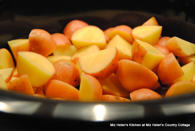 Slow Cooker Scalloped Bacon Potatoes at Miz Helen's Country Cottage