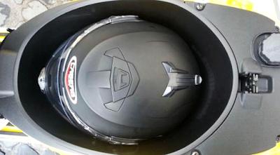 Kelebihan Vespa Sprint 150 - Ruang Bagasi dan Tangki Yang Besar