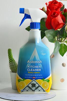 Čistič do domácnosti na kuchyně a mastnotu. S vůní citronu.