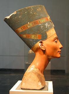 Bust of Nefertiti - right side view