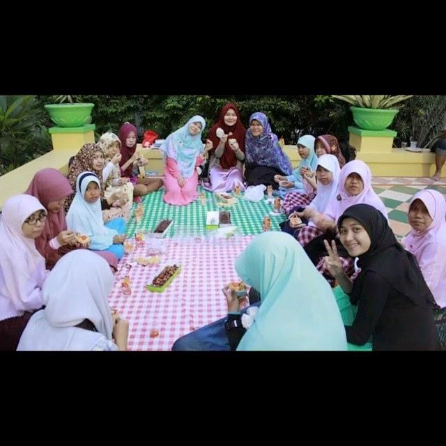 pendiri hijabographic oryza sativa