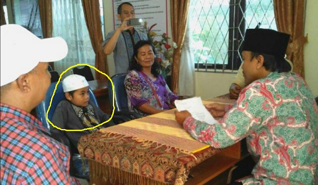 Yogi  bocah 8 tahun jadi mualaf dan masuk Islam